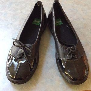 Cougar flat walking shoes